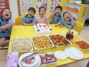 5 cousins are in celebration of 1-in-5 birthday